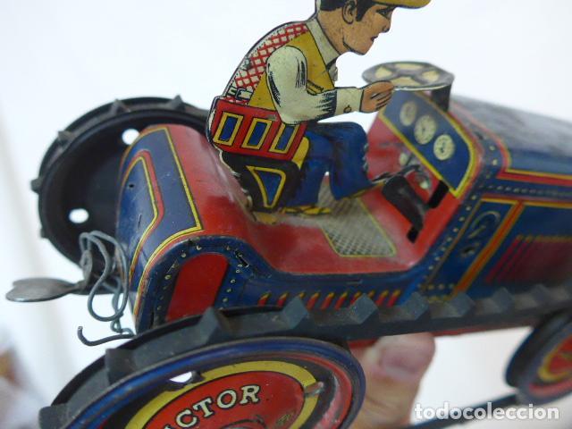 Juguetes antiguos de hojalata: Antiguo tractor de hojalata original de Paya. No es de Rico ni schuco. - Foto 17 - 104217379