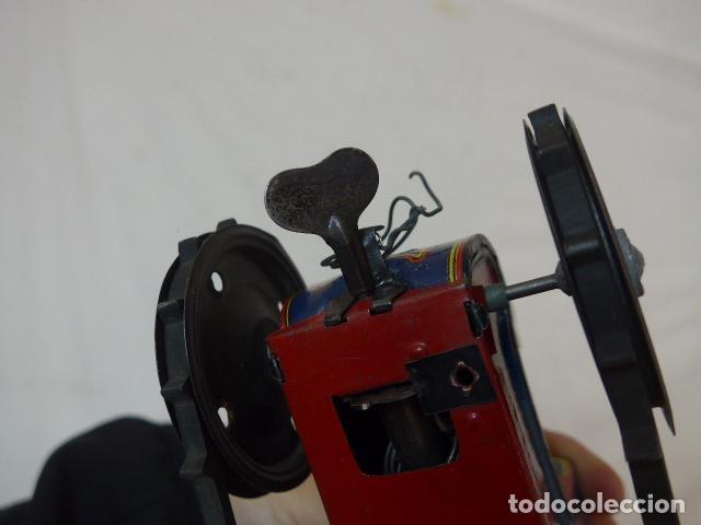 Juguetes antiguos de hojalata: Antiguo tractor de hojalata original de Paya. No es de Rico ni schuco. - Foto 21 - 104217379