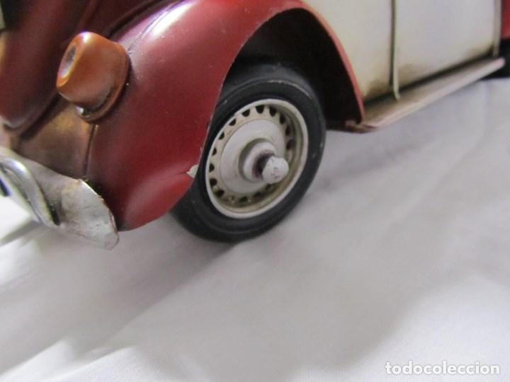Juguetes antiguos de hojalata: Coche de hojalata Volkswagen escarabajo 31 centímetros de largo - Foto 11 - 104475015