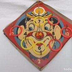 Juguetes antiguos de hojalata: PAYASO HOJADELATA PINTADO, JUEGO DE AROS, AÑOS 20-30. Lote 104847131
