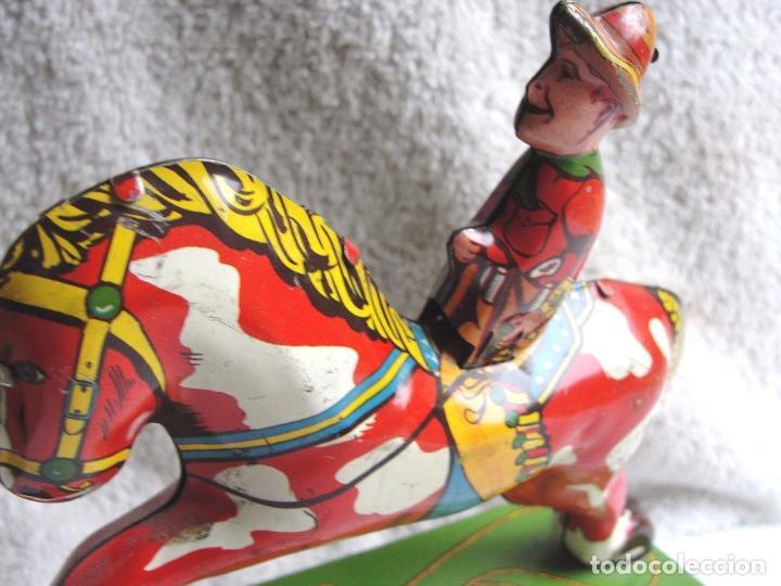 Juguetes antiguos de hojalata: Precioso raro vaquero hojalata año 1930 Red Ranger Wyandott simil paya made USA firmado Precio: 431 - Foto 5 - 105151379