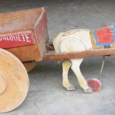 Juguetes antiguos de hojalata: ANTIGUO CARRO CON CABALLO, TODO ES DE MADERA. Lote 105683031