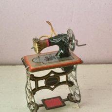 Brinquedos antigos de folha-de-Flandres: MAQUINA DE COSER. HOJALATA. Lote 111425747