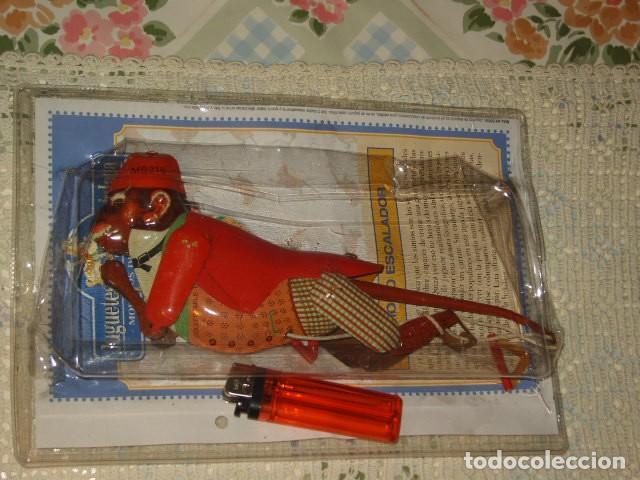 Juguetes antiguos de hojalata: JUGUETE DE HOJALATA MONO ESCALADOR EN SU BLISTER SIN ABRIR. - Foto 2 - 107315335