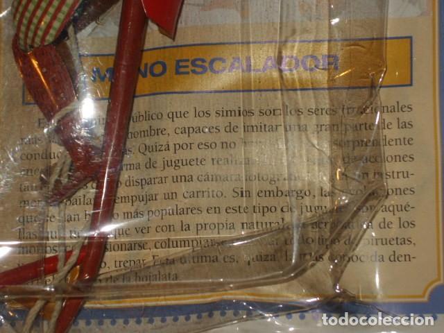 Juguetes antiguos de hojalata: JUGUETE DE HOJALATA MONO ESCALADOR EN SU BLISTER SIN ABRIR. - Foto 4 - 107315335