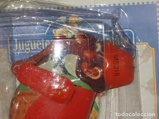Juguetes antiguos de hojalata: JUGUETE DE HOJALATA MONO ESCALADOR EN SU BLISTER SIN ABRIR. - Foto 5 - 107315335