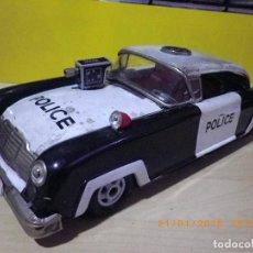 Juguetes antiguos de hojalata: COCHE DE POLICIA DE CHAPA ORIGINAL ANTIGUO DE LA MARCA JOUSTRA - POLICE POL-63 - 33 CM. - SIN CAJA. Lote 110118715