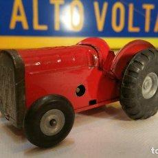 Juguetes antiguos de hojalata: ANTIGUO TRACTOR MINIC TOYS - TRI-ANG DE HOJALATA A CUERDA FUNCIONANDO AÑOS 50. Lote 110393367