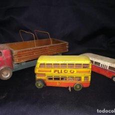 Juguetes antiguos de hojalata: CONJUNTO DE DOS AUTOBUSES (RICO) Y CAMIÓN. AÑOS 40. Lote 112522731