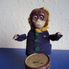 Juguetes antiguos de hojalata: (JU-180200)MONO A CUERDA FUNCIONANDO SCHUCO MADE IN GERMANY. Lote 113144751