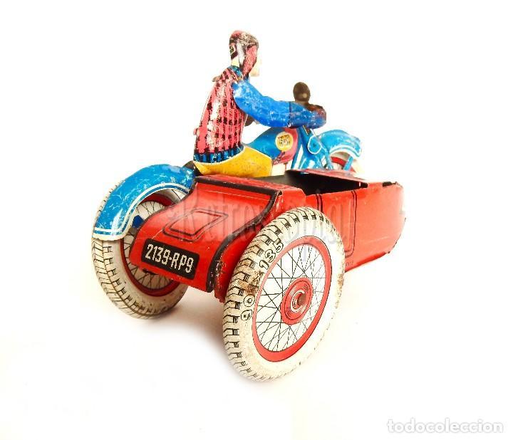 Juguetes antiguos de hojalata: MOTO MOTOCICLETA DE HOJALATA CHAPA CON SIDECAR SFA PARIS FRANCIA AÑOS 50 - Foto 2 - 114393691