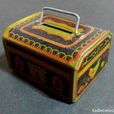 Juguetes antiguos de hojalata: HUCHA DE JUGUETE DE HOJALATA, 1950?. MADE IN JAPAN.. Lote 114408587