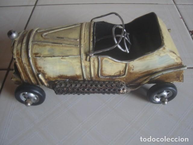 Juguetes antiguos de hojalata: Antiguo coche de carreras de hojalata. 18 cm. - Foto 3 - 115021403