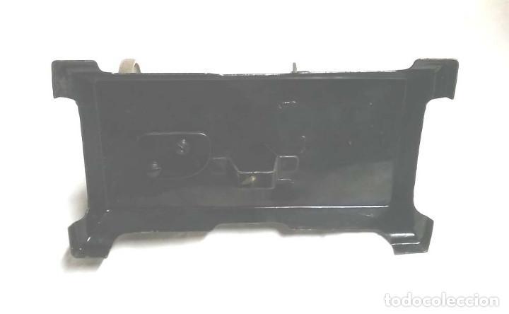 Juguetes antiguos de hojalata: Maquina de Coser años 20, hierro policromado, completa. Med. 20 x 11 x 20 cm - Foto 5 - 115564207