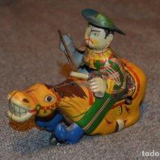Juguetes antiguos de hojalata: VINTAGE - COWBOY ON HORSE - TIN TOY - ALPS - MADE IN JAPAN - BUEN ESTADO - HAZ OFERTA. Lote 116386027