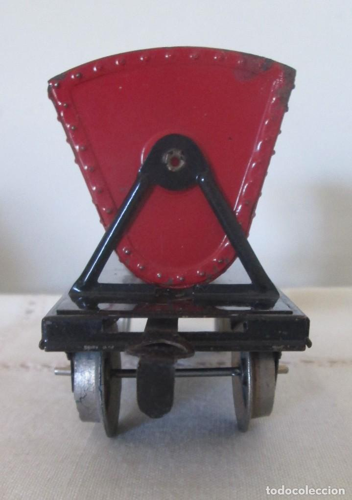 Juguetes antiguos de hojalata: Antiguo vagón tolva basculante en chapa - Foto 2 - 117020095