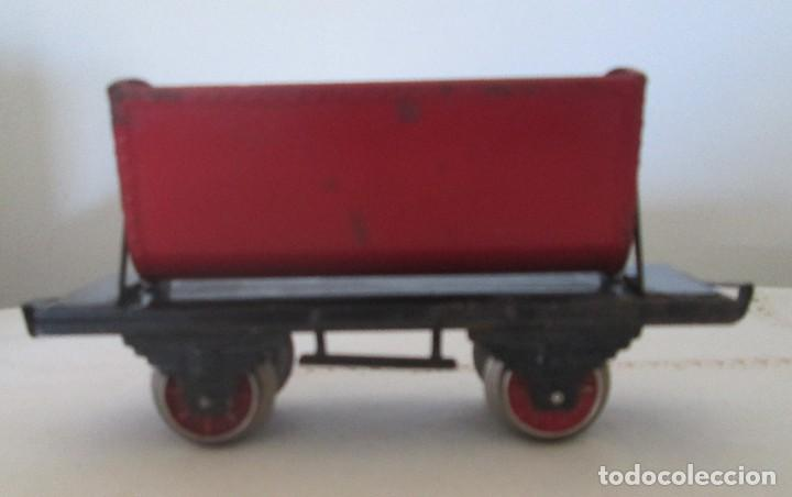 Juguetes antiguos de hojalata: Antiguo vagón tolva basculante en chapa - Foto 3 - 117020095