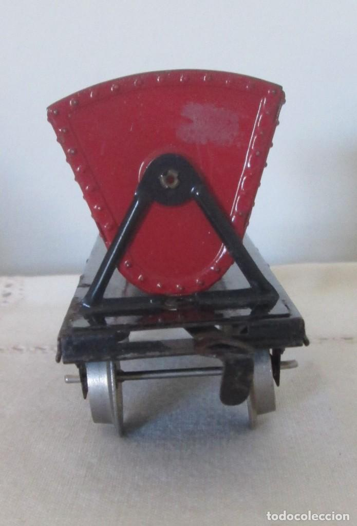 Juguetes antiguos de hojalata: Antiguo vagón tolva basculante en chapa - Foto 4 - 117020095