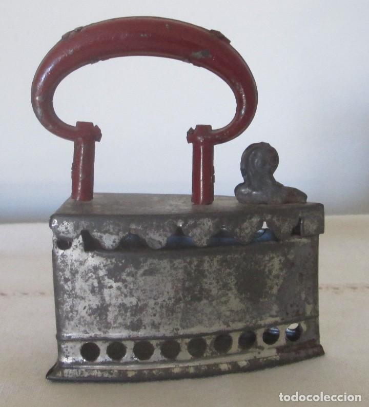 Juguetes antiguos de hojalata: Antigua mini plancha en hojalata - Foto 3 - 117020235