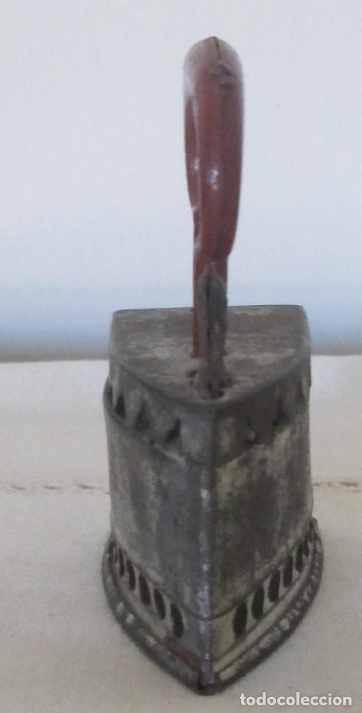 Juguetes antiguos de hojalata: Antigua mini plancha en hojalata - Foto 4 - 117020235