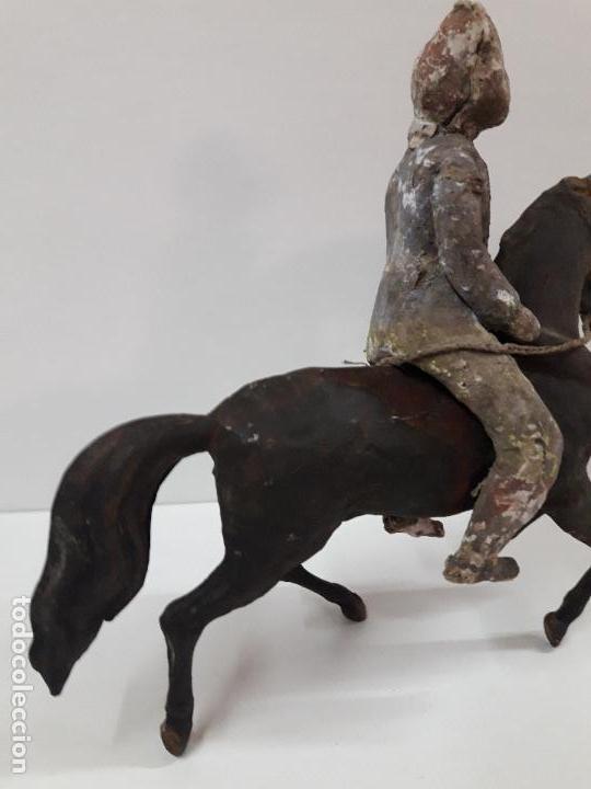 Juguetes antiguos de hojalata: MUY ANTIGUO SOLDADO A CABALLO . REALIZADO EN CARTON PIEDRA Y HOJALATA - Foto 20 - 117044691