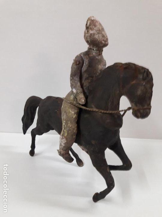 Juguetes antiguos de hojalata: MUY ANTIGUO SOLDADO A CABALLO . REALIZADO EN CARTON PIEDRA Y HOJALATA - Foto 22 - 117044691