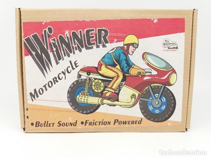 Juguetes antiguos de hojalata: Moto Winner a fricción y con sonido de explosión del tubo de escape de Oriental Metal Industries - Foto 2 - 202714748