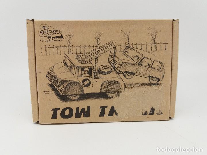 Juguetes antiguos de hojalata: Pequeña grúa de rescate TOW TRUCK Tin treasure - Foto 2 - 117324255