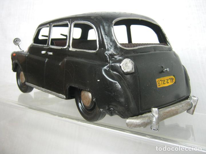 Juguetes antiguos de hojalata: 31 cm - Gran coche ingles en chapa metal - taxi - Foto 4 - 117640763