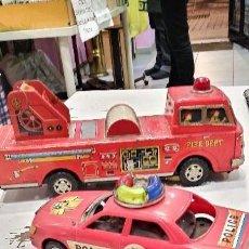 Juguetes antiguos de hojalata: DOS VEHICULOS AÑOS 70 MADE IN TAIWAN CAMION DE BOMBEROS DE LATA Y EL DE POLICIA DE PLASTICO. Lote 117860071