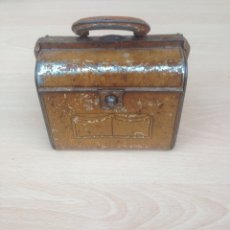 Juguetes antiguos de hojalata: MALETIN INFANTIL DE LATA AÑOS 1930-1940. Lote 109373087