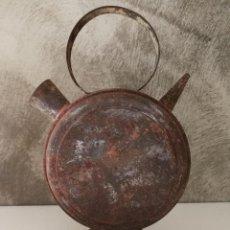 Juguetes antiguos de hojalata: ANTIGUO BOTIJO DE HOJALATA DE DENIA. Lote 118804851