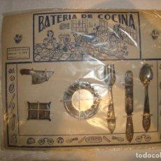 Juguetes antiguos de hojalata: BLISTER BATERIA DE COCINA EN HOJALATA AÑOS 40. Lote 120104051