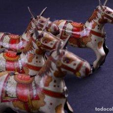 Juguetes antiguos de hojalata: CABALLITOS DE HOJALATA, AÑOS 50. LOTE DE 4. Lote 120443683