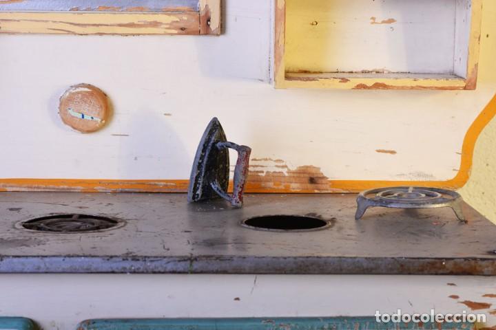 Juguetes antiguos de hojalata: Antigua cocinita con electricidad - Viuda e hijos de Marsal Denia, cacharritos - Cocina juguete - Foto 3 - 120726203