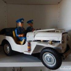 Juguetes antiguos de hojalata: JEEP POLICE DEPT PATROL NOMURA JAPAN 35 CM AÑOS 60.BATERÍA. Lote 120763083