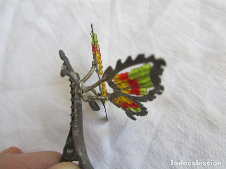 Juguetes antiguos de hojalata: 2 pinzas para el pelo de hojalata Mariposas con muelles. Ideal muñecas con coletas - Foto 5 - 121028139