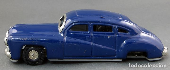 Juguetes antiguos de hojalata: Coche automobil hojalata Made in Germany a fricción Funciona años 50 - Foto 2 - 121354259