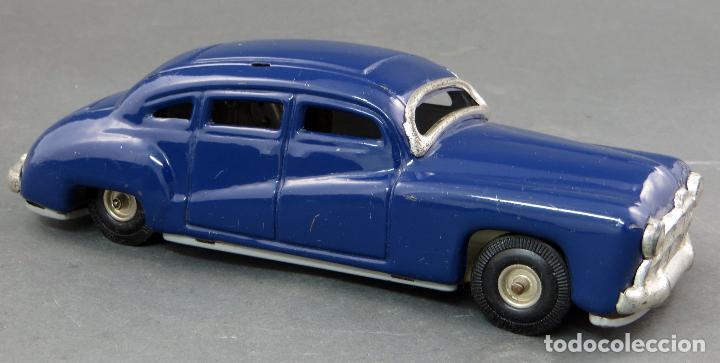 Juguetes antiguos de hojalata: Coche automobil hojalata Made in Germany a fricción Funciona años 50 - Foto 3 - 121354259