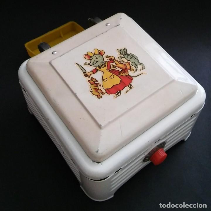 Juguetes antiguos de hojalata: Cocinita cocina fogón de hojalata chapa metálica, juguete muñeca, animalitos antigua s XX - Foto 3 - 121970823