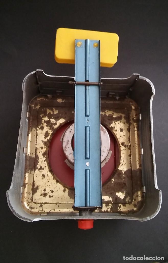 Juguetes antiguos de hojalata: Cocinita cocina fogón de hojalata chapa metálica, juguete muñeca, animalitos antigua s XX - Foto 11 - 121970823