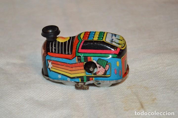 Juguetes antiguos de hojalata: VINTAGE - PISTA DE HOJALATA CON TRENECITO A CUERDA - FUNCIONA - LUNA - HAZ OFERTA - ENVÍO 24H - Foto 9 - 123380267