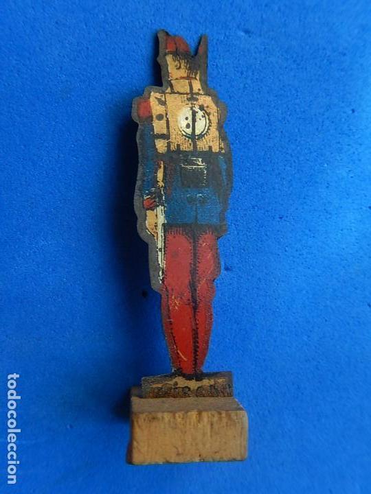 Juguetes antiguos de hojalata: Soldados antiguos planos de hojalata litografiada. Finales XIX. Principios del XX. - Foto 6 - 126888095
