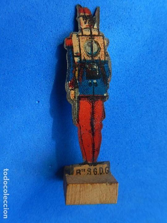 Juguetes antiguos de hojalata: Soldados antiguos planos de hojalata litografiada. Finales XIX. Principios del XX. - Foto 14 - 126888095