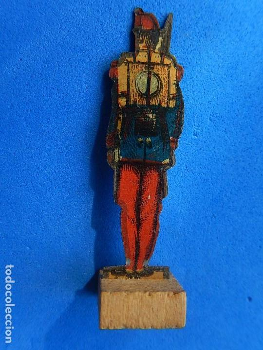 Juguetes antiguos de hojalata: Soldados antiguos planos de hojalata litografiada. Finales XIX. Principios del XX. - Foto 16 - 126888095