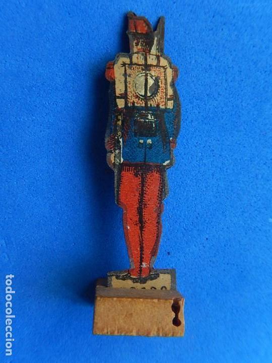Juguetes antiguos de hojalata: Soldados antiguos planos de hojalata litografiada. Finales XIX. Principios del XX. - Foto 20 - 126888095