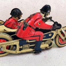 Juguetes antiguos de hojalata - Motocicleta con sidecar de Hojalata Litografiada. A cuerda. 10x5 cm. Años 20? - 126951742