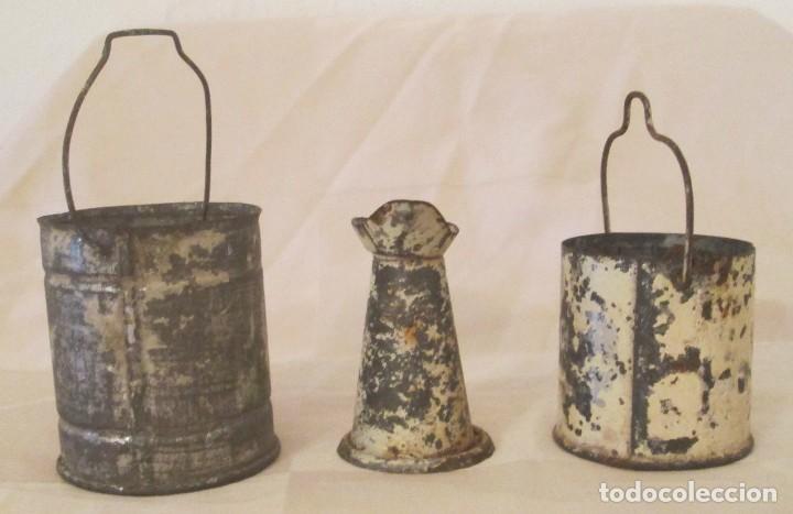 Juguetes antiguos de hojalata: Antiguos calderos y jarra en hojalata - Foto 4 - 127456491