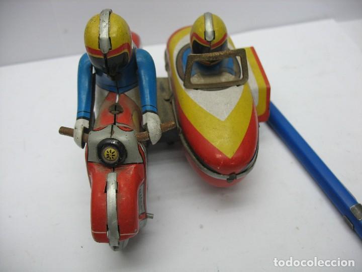 Juguetes antiguos de hojalata: moto con sidecar de hojalata a cuerda - Foto 3 - 127728447