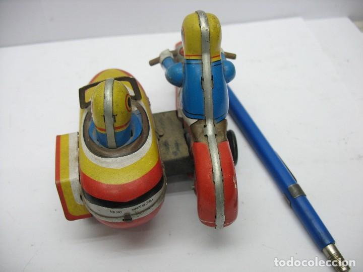 Juguetes antiguos de hojalata: moto con sidecar de hojalata a cuerda - Foto 4 - 127728447